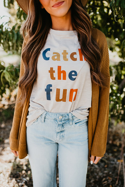CATCH THE FUN GRAPHIC TEE IN TAUPE