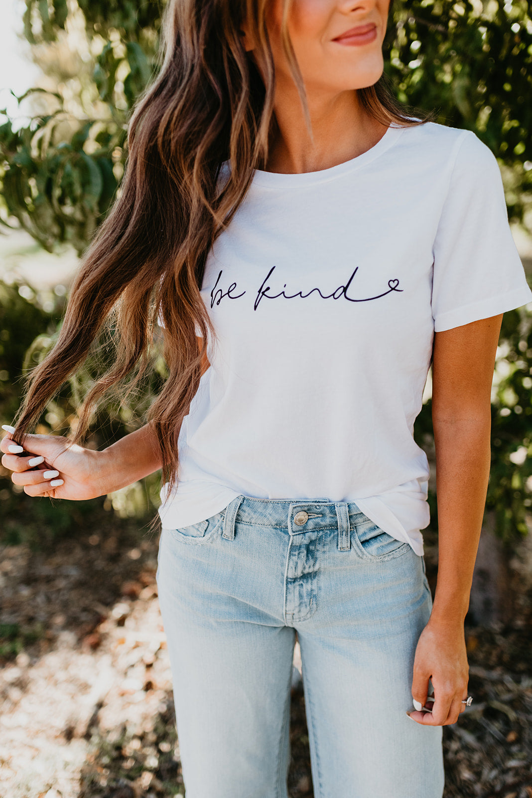 THE BE KIND GRAPHIC TEE IN WHITE