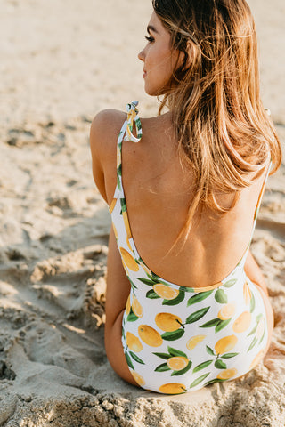 THE MANGO PAINTED FLORAL RUFFLE MIDKINI TOP