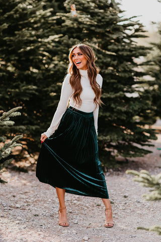 THE VANNA VELVET SKIRT IN BLACK