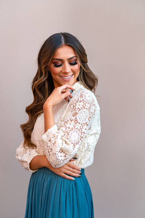 THE MAGNOLIA FLORAL TOP IN CREAM