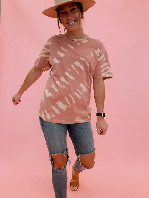 THE TAMMIE OVERSIZED TIE DYE TEE IN SALMON