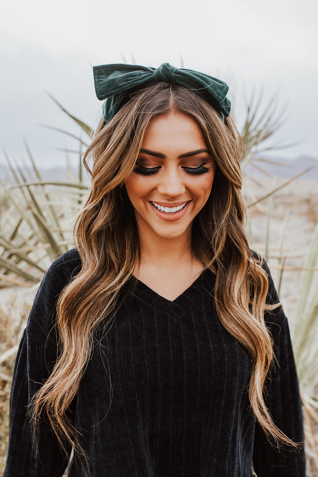 THE VELVET BOW HEADBAND IN HUNTER