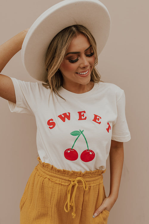 THE SWEET CHERRY GRAPHIC TEE IN NATURAL IVORY