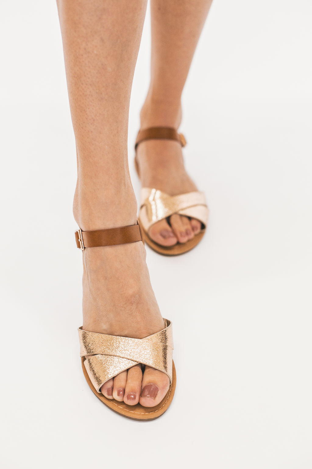 THE SHORELINE SANDAL IN GOLD