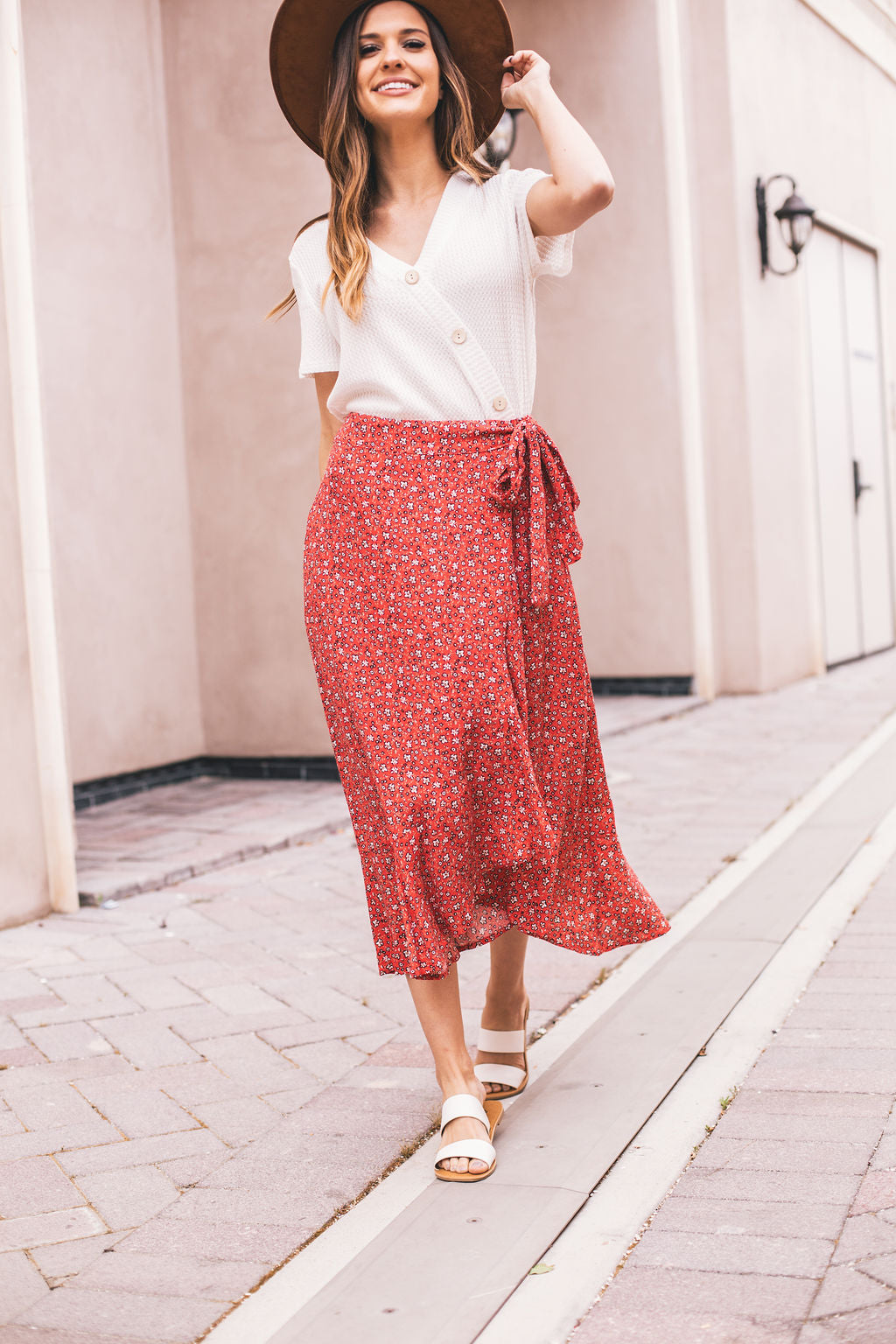 THE NEW ROMANTICS FLORAL SKIRT IN RED