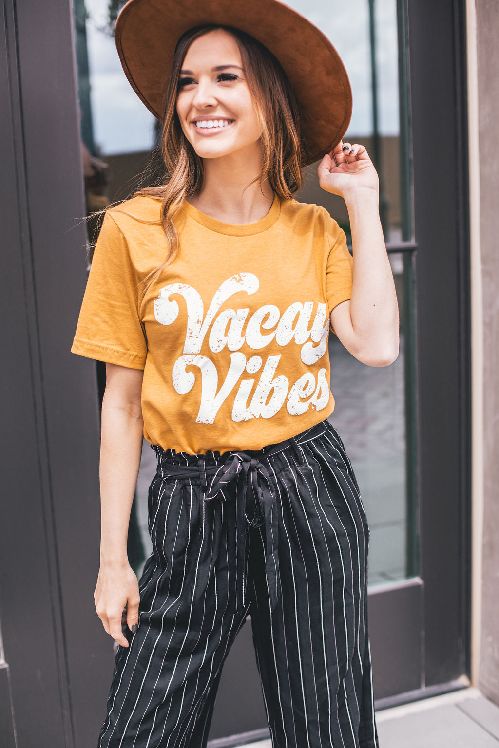 THE VACAY VIBES TEE IN MUSTARD