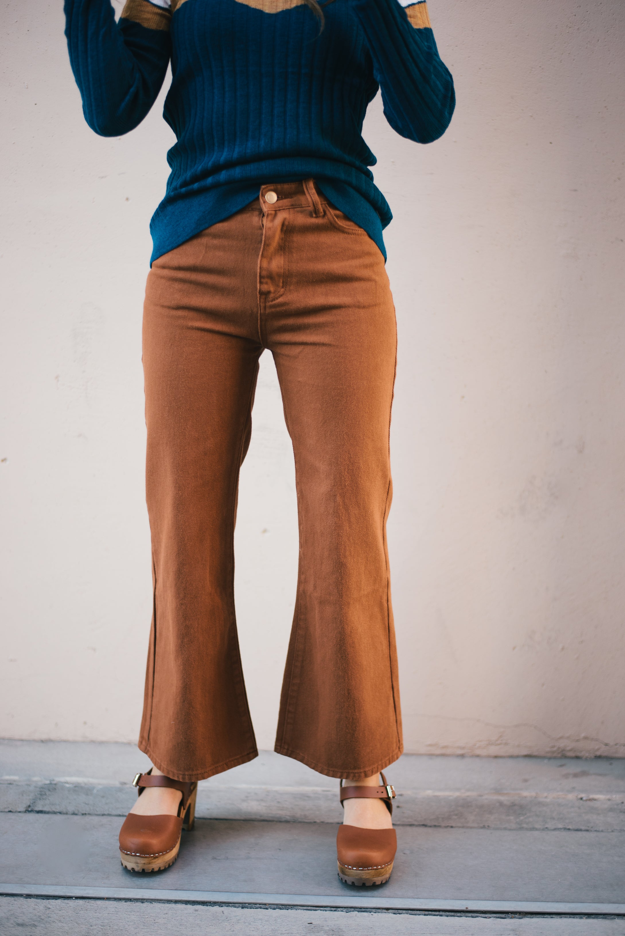 THE HYDE CROPPED WIDE LEG JEANS IN BRICK