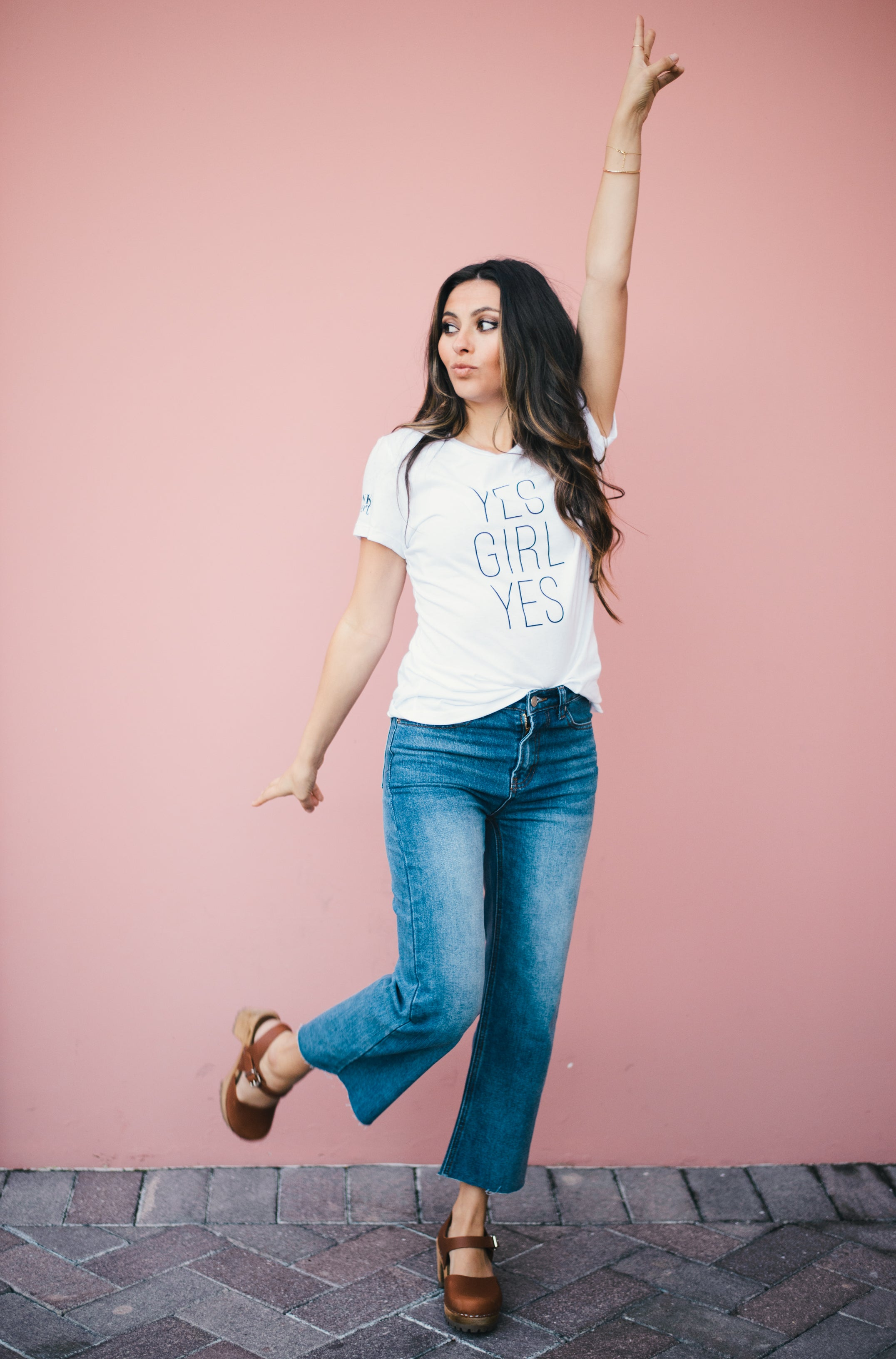 YES GIRL YES GRAPHIC TEE IN WHITE