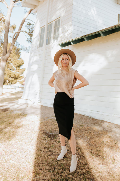 THE DENVER RIBBED FITTED SKIRT IN BLACK