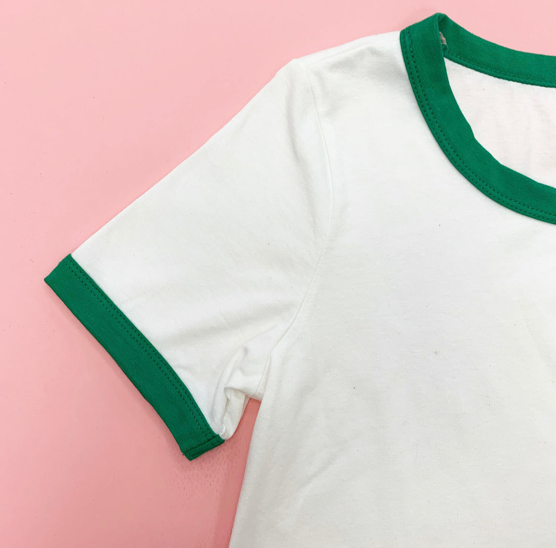 THE CONNOR CONTRAST BASIC TEE IN OFF WHITE