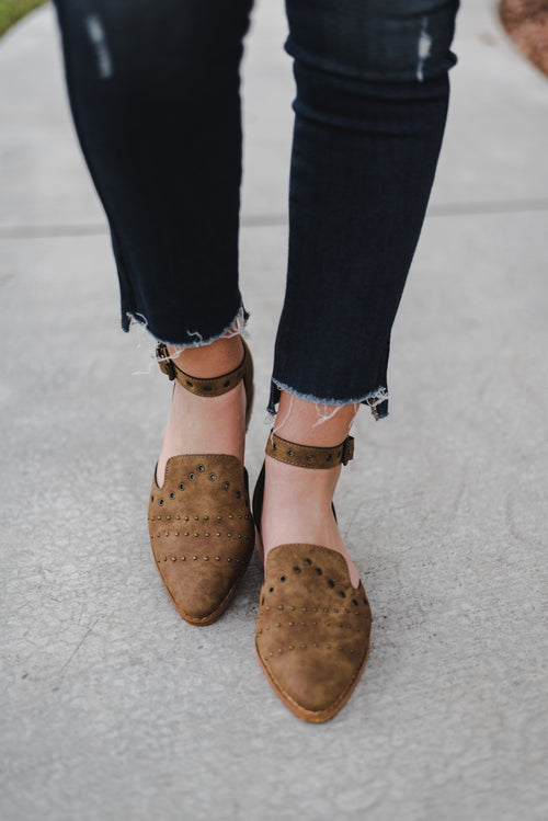 THE JONESY ANKLE FLAT IN CHESTNUT