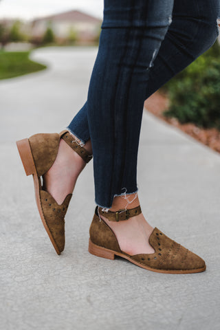 THE ANNA SCALLOP WEDGE IN NATURAL
