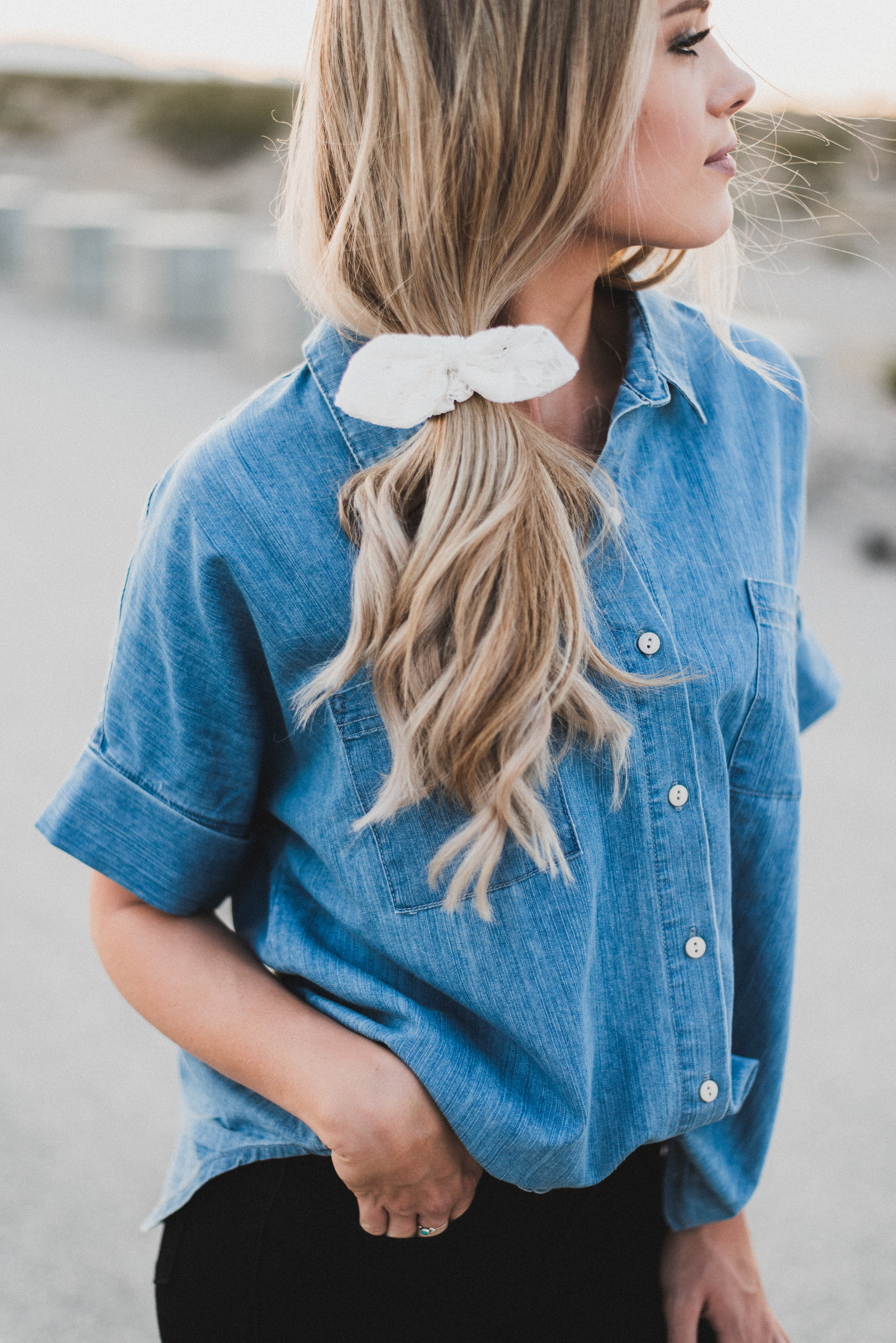 THE WHITE LACE BOW SCRUNCHIE