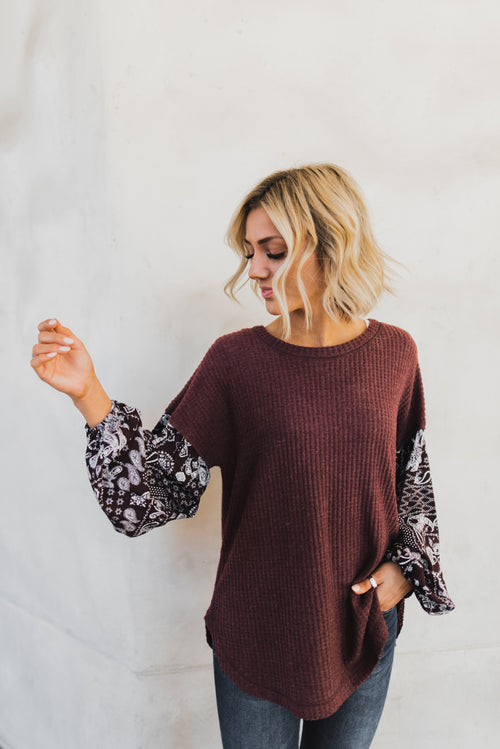 THE PAISLEY SLEEVE WAFFLE KNIT TOP IN WINE