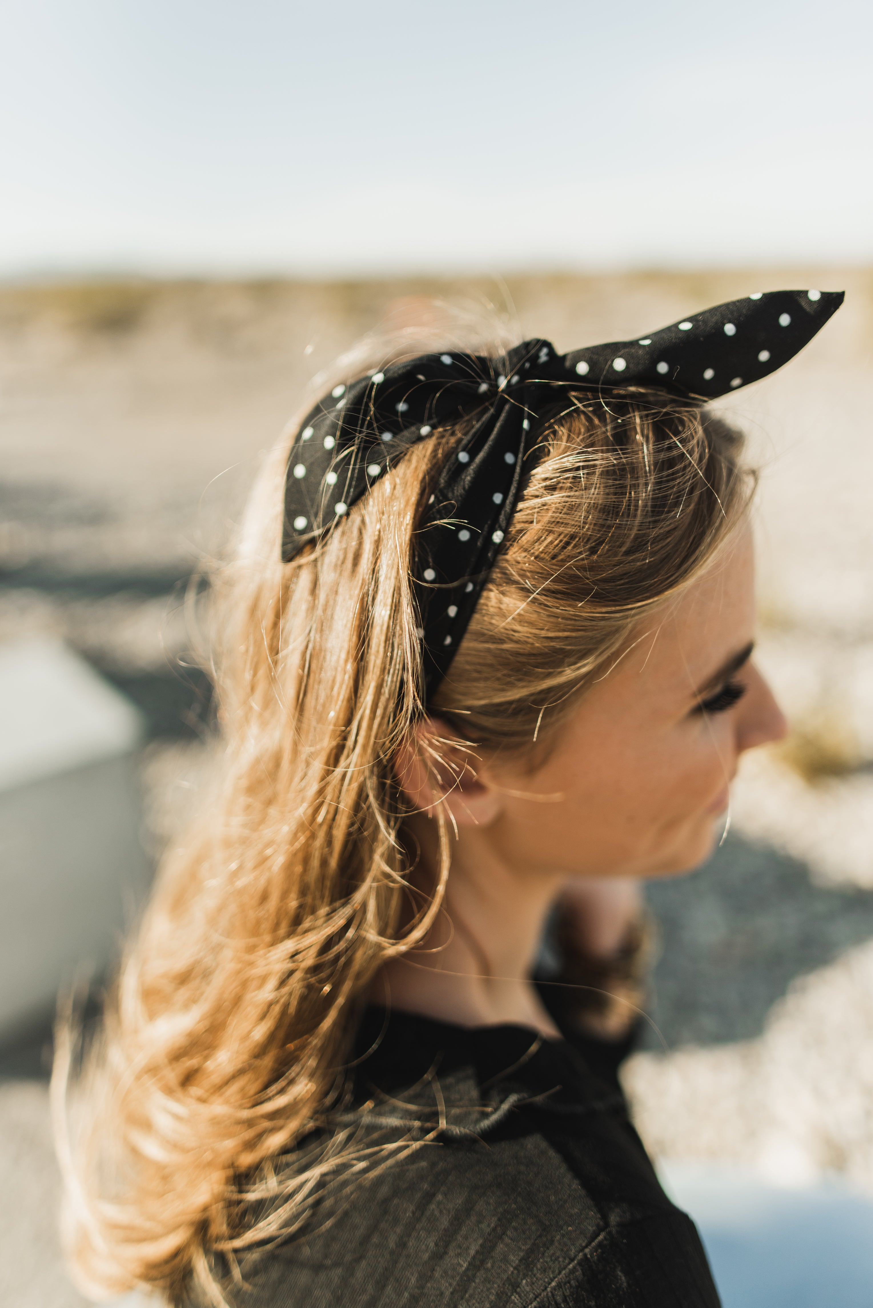 THE DOTTED HAIR SCARF IN BLACK