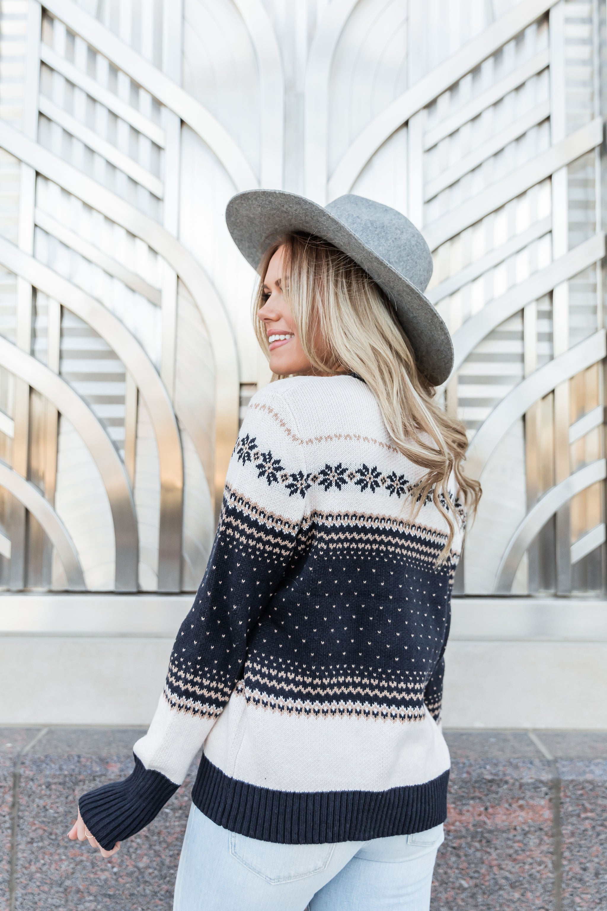 THE HOLIDAY KNIT SWEATER IN NAVY