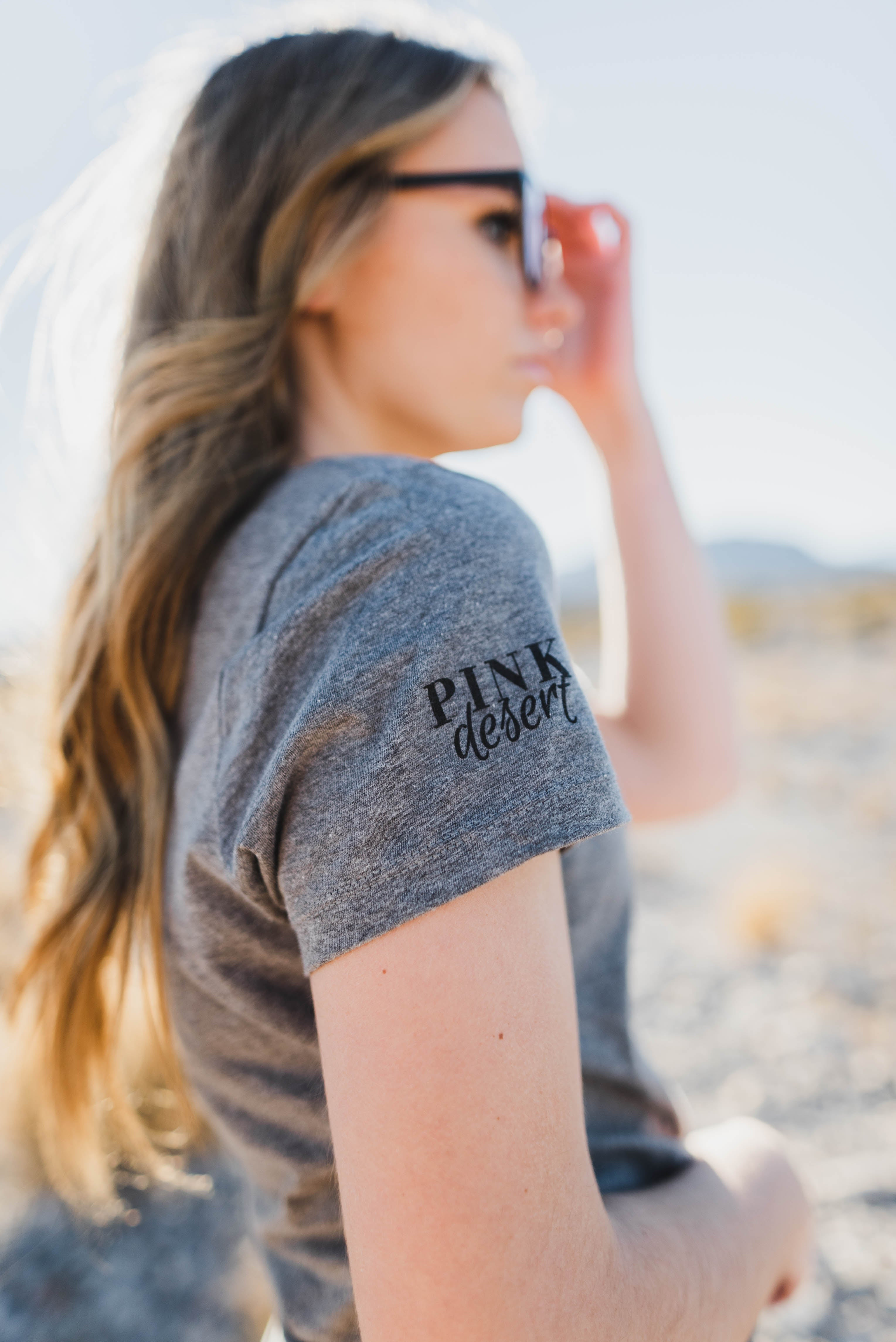 YES GIRL YES GRAPHIC TEE IN HEATHER GREY