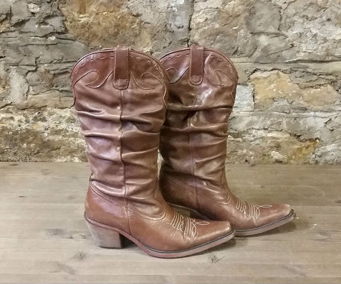 BOOTS: Steve Madden Cowgirl Boots sz. 6