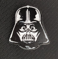 Star Wars - Pin Metálico TooGEEK Darth Vader Mascara Front Color