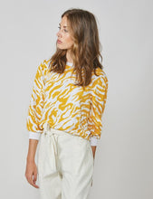 Load image into Gallery viewer, Summum yellow tiger print sweater