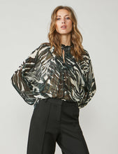 Load image into Gallery viewer, Summum Olive print blouse