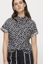 Load image into Gallery viewer, Navy and white floral print blouse