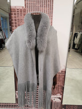 Load image into Gallery viewer, Lea Clement Wool Scarf in Grey