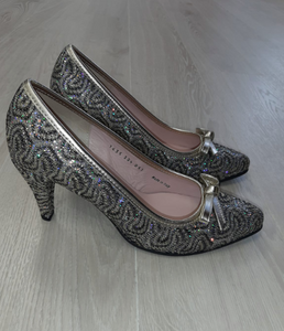 Gold patterned court shoe