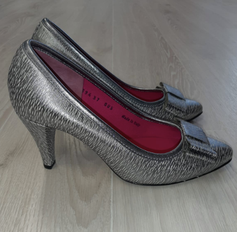 Silver pointed toe heel