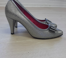 Load image into Gallery viewer, Silver pointed toe heel