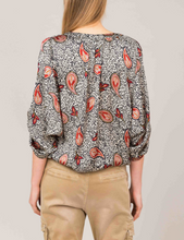 Load image into Gallery viewer, Paisley printed blouse
