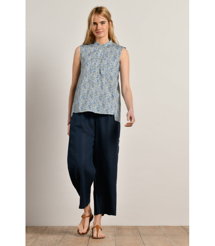 Navy linen 3/4-length trousers with elasticated waistband