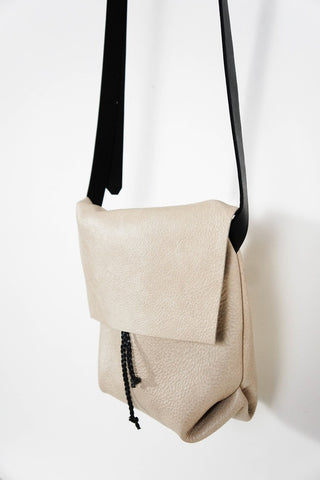 BOLSA - MESSENGER BUCKET CROSSBODY BAG - BONE