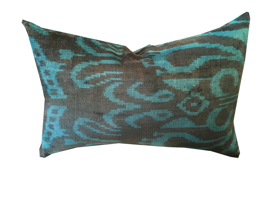 VELVET PILLOW | MOTIF IN BLUE
