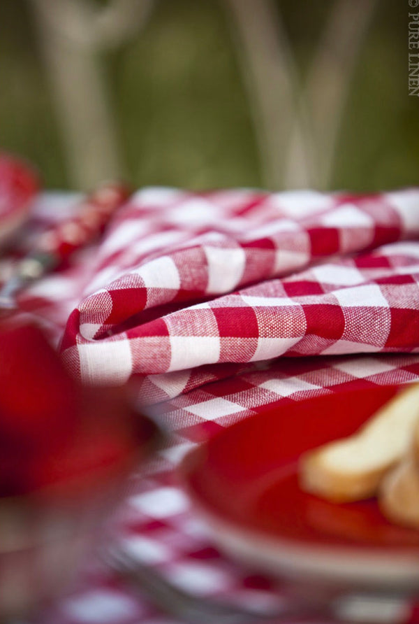 Country Checks Tablecloth - Red & White 150 x 200