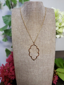 Hammered Metal Quatrefoil Necklace in Gold