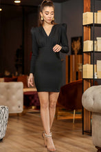 Laden Sie das Bild in den Galerie-Viewer, Women's Black Short Dress