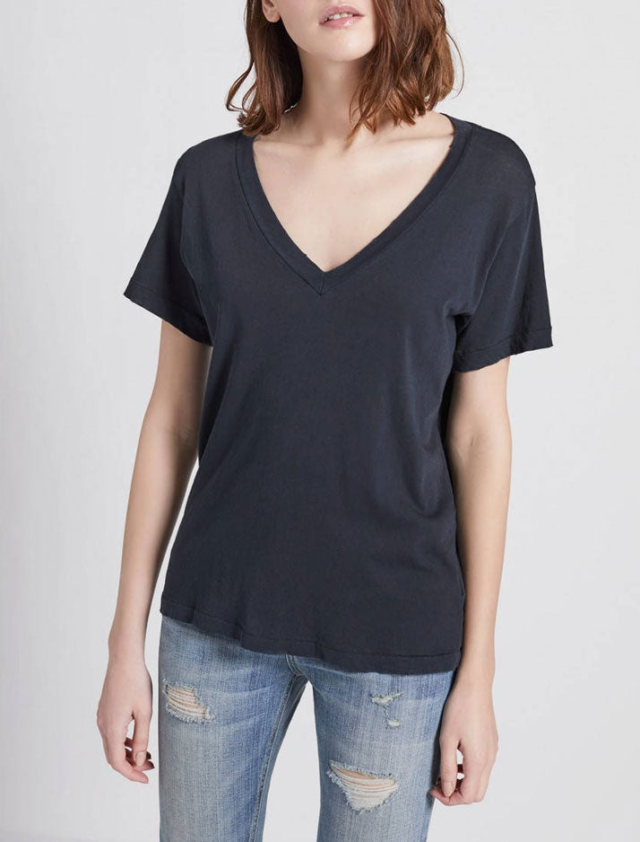 V-neck t-shirt in black beauty