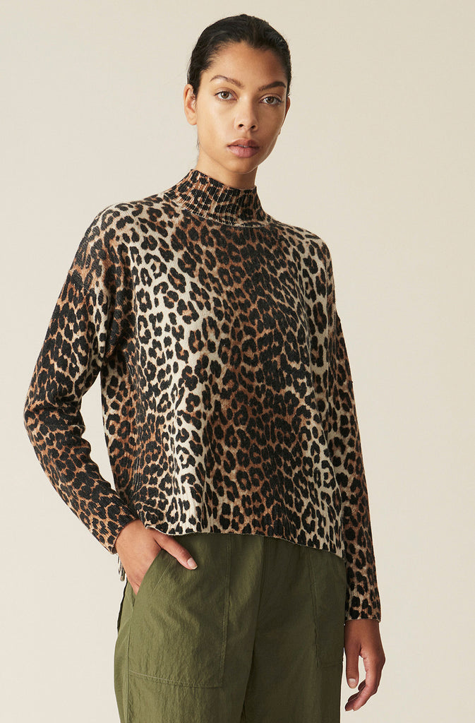 Print Knit Pullover in Leopard