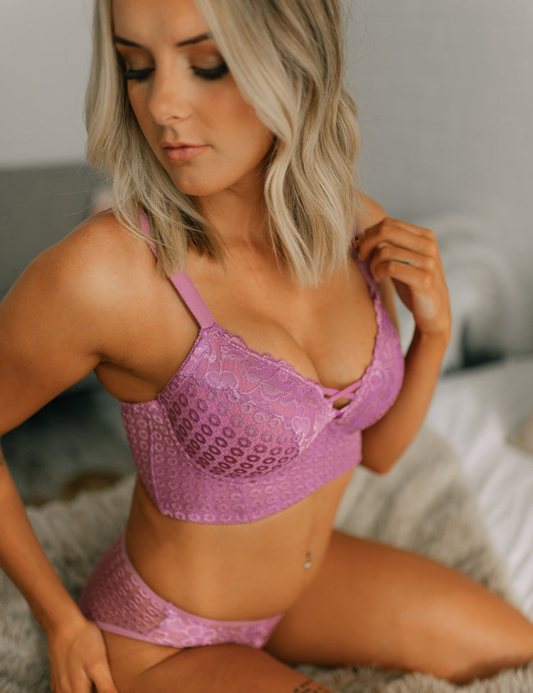 yvonne- providing extra support for full-figured women, this longline bra features all-around lace and double crisscross petite straps between cups