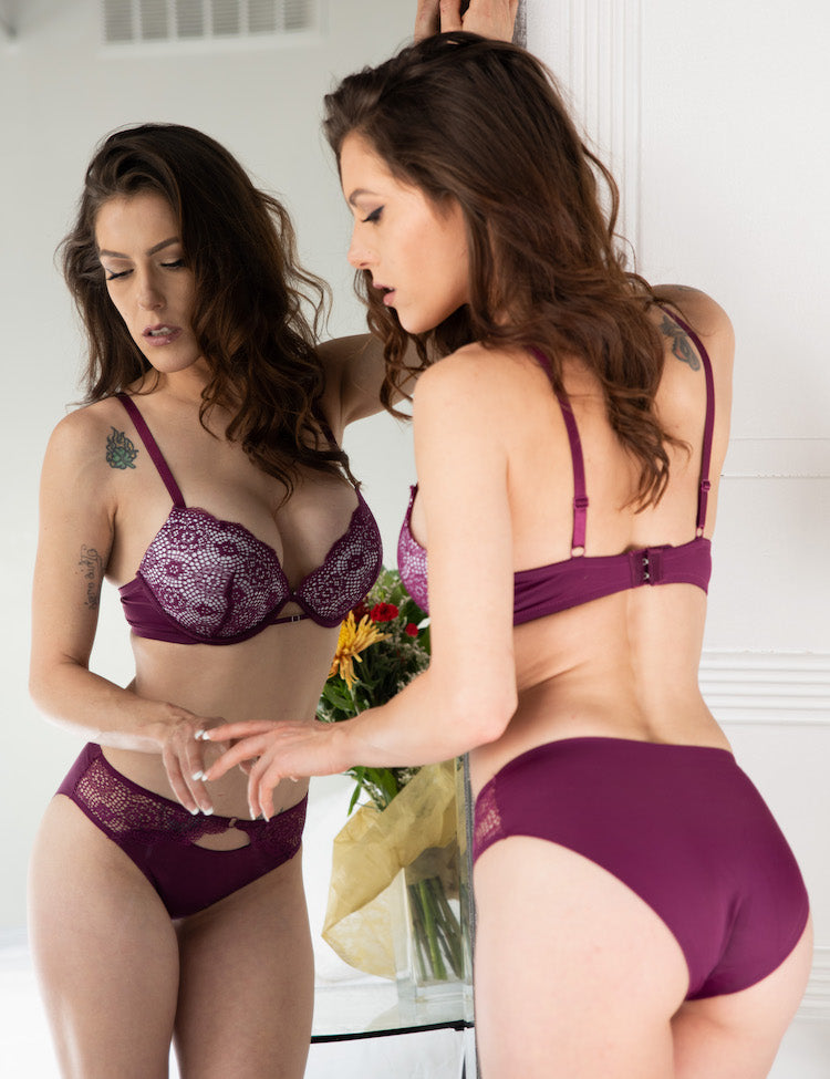 ella- full-coverage bra with stunning contrasting cup colors, providing style and support! Cups are double-layered, with a solid contrasting color beneath a delicate floral lace. to top it off, there's a thin-strapped design right below the area where the cups meet!