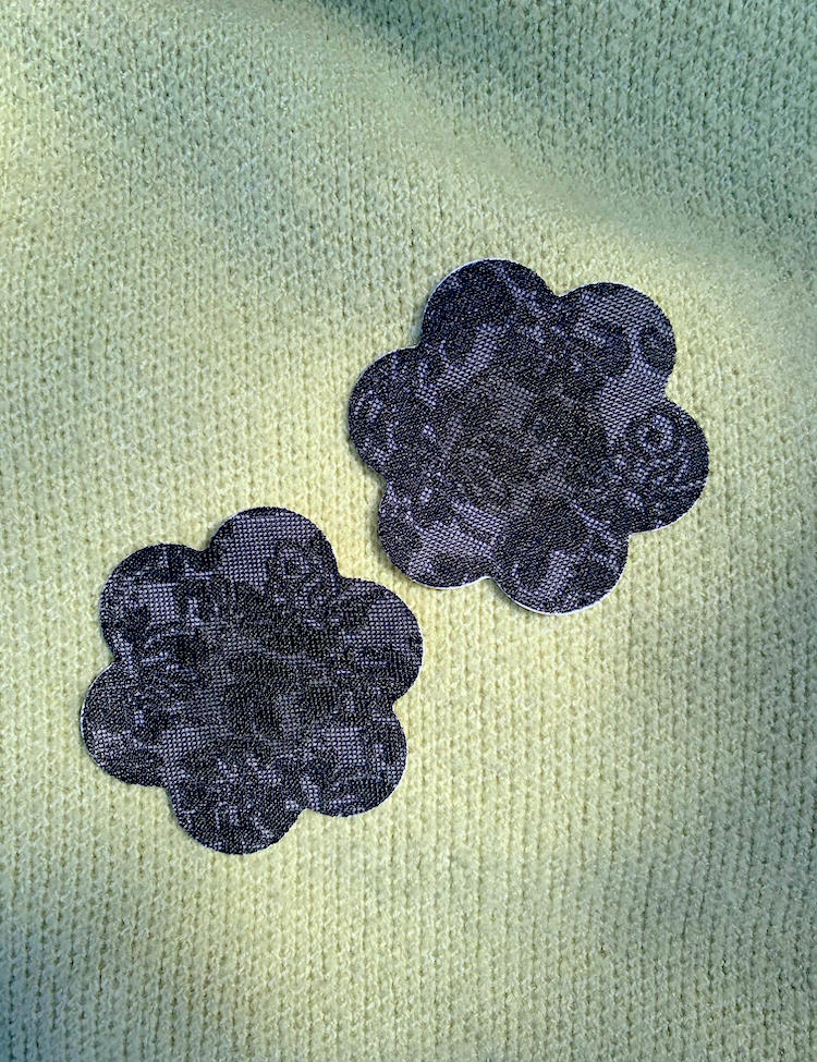 lacy floral pasty - black