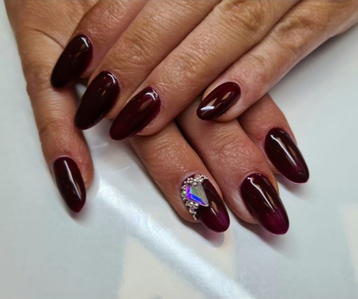 Complimentary wine press-on nails