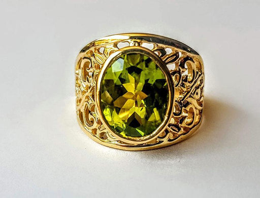 14K Gold Handcrafted, Sawpierced Ring Set with Fine Peridot - Artfest Ontario - Delicate Touch Jewellery - Fine Jewellery