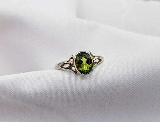 Sterling Celtic Peridot Ring - Artfest Ontario - Delicate Touch Jewellery - Fine Jewellery