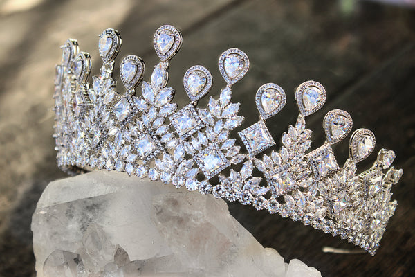FIONA Simulated Diamond Crown