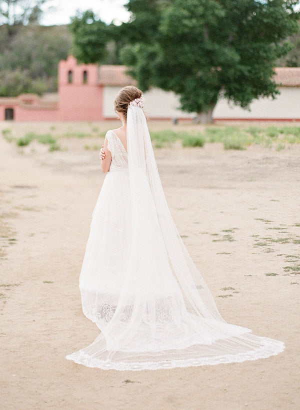 KEANE Swiss Dot Cathedral Point d'Esprit Cathedral Veil