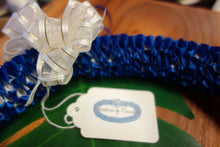 Load image into Gallery viewer, Plumeria Style Ribbon Lei - Royal Blue + White
