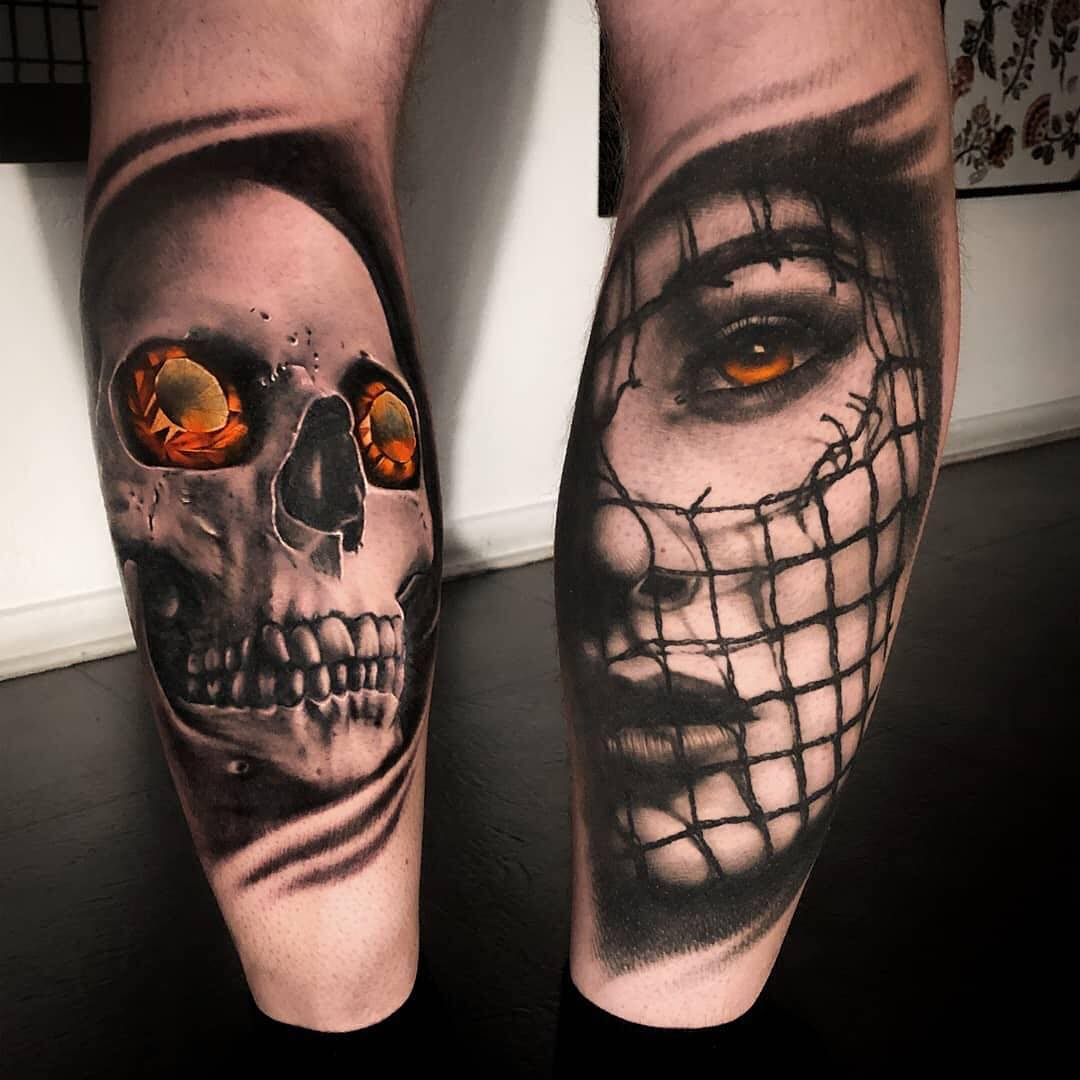 Black & grey tattoo of a skull by Nicke Wencel